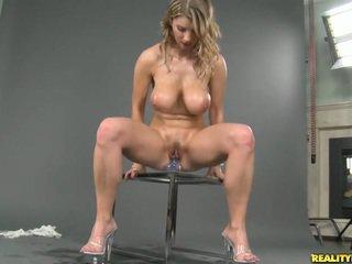 Gjoksmadhe natyror titted katerina masturbim