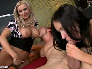 Hot brunette sasha rose enjoys en beefy kuk våt i henne warm slippery munn