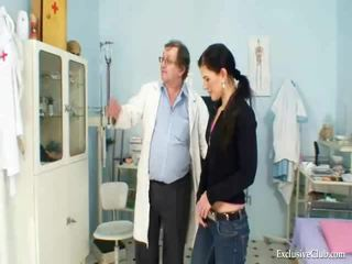 Sandra visits gyno dokter untuk muff alat yang dimasukkan investigation di perilaku seks menyimpang clinic
