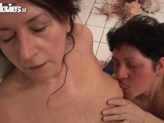 Abuelita lesbianas trío joder session