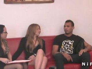 Jeune français salope dur anal baisée en plan a trois