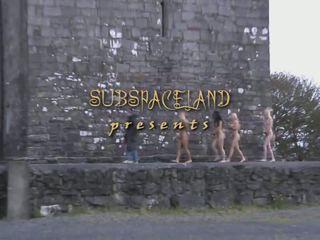 Dunkelhäutig und kälte submission über vier serf im ein schmerz delight castle