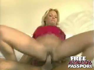 Irresistible blondin prostituterad dru berrymore sugande och ridning