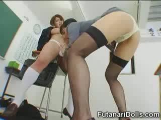 Futanari laska gets sucked!