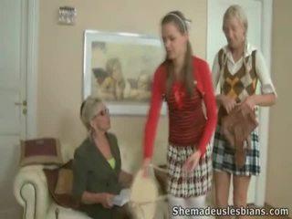 Mrs. hudson pets springy chest του έφηβος/η coeds natasha και karina.