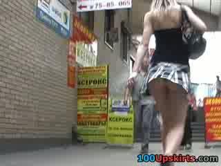 Modeller kort kort kjol dansa så sexily