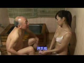 Japońskie pielęgniarka taking opieka o dziadek wideo