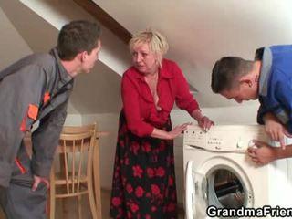 Senas widow services two repairmen