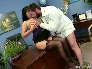 Sexually excited sophia lomeli gets jos burna busy engulfing a sunkus vyras čiulpinukas