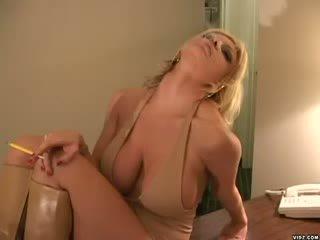 Brittany andrews markas boner stāvēt lepns