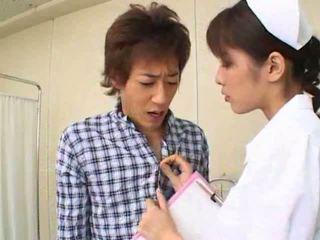 Sexy heiß asiatisch japanisch krankenschwester gives heiß blowjob bis sie patient