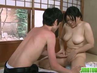 bruneta, japonec, veľké prsia, cowgirl