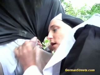 uniforme, nun, hardcore