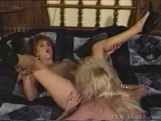2 lesbijskie babes licking, palcówka & toying każdy inni holes