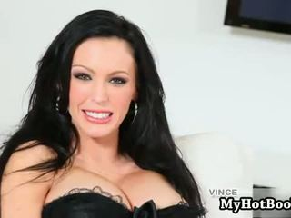 Jenna presley look gyzykly laying on her bed masturbat