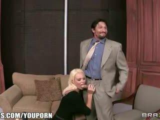 Brazzers - Rhylee Richards - Sex Toys on The Gunn Show