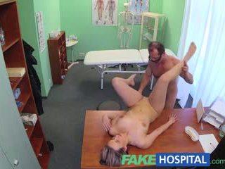 Fakehospital नई डॉक्टर gets हॉर्नी मिल्फ नग्न और वेट साथ desire