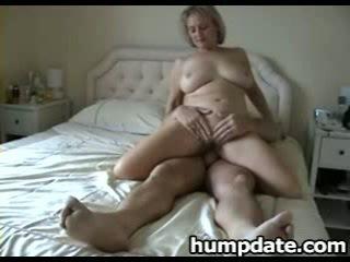 Грудаста зріла дружина з хороший великий дупа rides пеніс