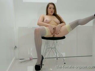 حار فتاة masturbates لها أشعر fleshy كس إلى multiple orgasms