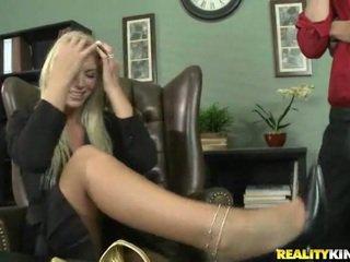 Brooke ay being blackmailed into having pagtatalik