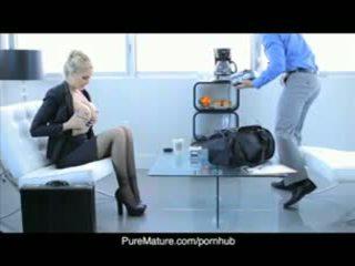 Puremature julia anns сексуален бизнес среща