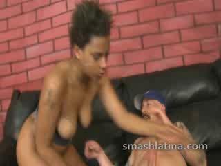 Choked chica shown いいえ mercy 間に 非常に ハード 異人種間の throat ファック