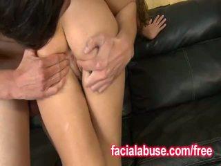Κορίτσι gets used σαν ένα γαμώ κούκλα throat