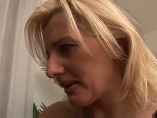 Italian Mother Knows What To Do Video
