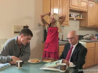 Cheating Hot Stepmom Bangs Bruce For Breakfast