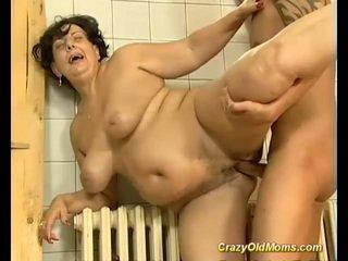 Bruneta busty starý maminka fucked