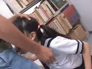 Barna ázsiai száj szar kemény -ban iskola könyvtár