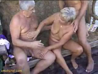 性感 奶奶 giving 口交 视频
