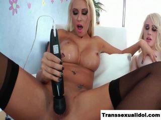 Sarina Valentina cums for her girlfriend