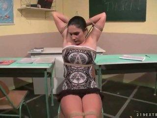 Profesora punishing su sexy estudiante