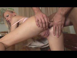 Gitta berambut pirang recieves sebuah segar mani di dia mulut setelah getting dibor di dia sebuah gap