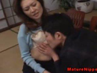 Trưởng thành á châu gets cô ấy tóc rậm hộp licked
