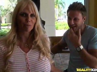 grote borsten porno, meest grote tieten, kwaliteit grote borsten scène
