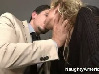 Hawt Blond Kiara Dinae Deliciously Fills Her Throat With A Cock She Really Loves