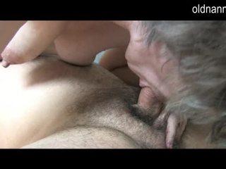 Mladý guy licking starý chlpaté pička na stará mama video