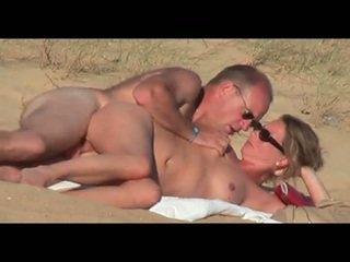 Matura lover su il spiaggia