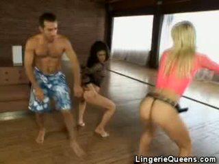 Aerobics と lingeries