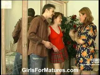 Elisabeth ninette mamma in lesbica azione