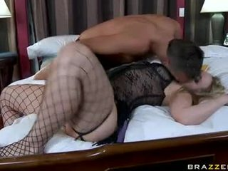大 butted alexis texas slurps 上の 彼女の husbands pecker