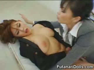 Futanari tastes собствен изпразване!