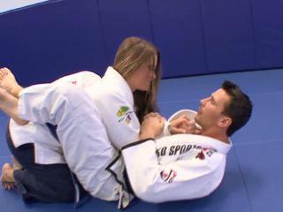 병아리 gets 약 extra karate lessons 에 홈 와 그녀의 trainerã¢â€â™s 형사
