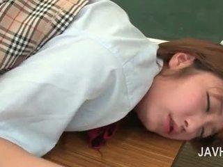 Asiática escuela nena gets twat y trasero toyed