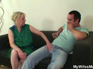 Zakar/batang lapar mother-in-law seduces dia