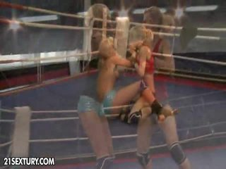 Nudefightclub regalos laura cristal vs michelle moist