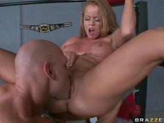 Nikki delano לקבל חריץ לקחת למעלה עם the לשון ב the corner של the ring