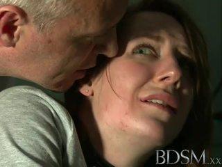 Bdsm: млад тийн tortured от майстор бял
